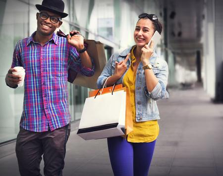 コンセプトを支出のロマンスを楽しむカップル資本主義をショッピング 写真素材