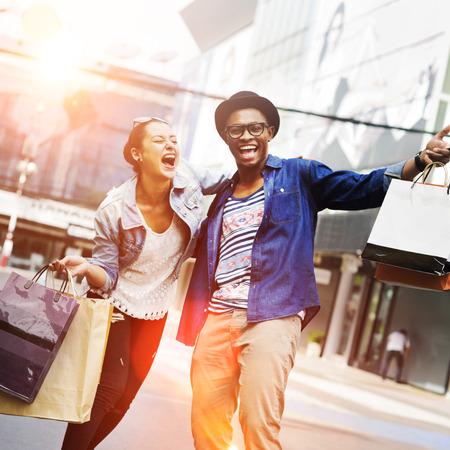 Pareja de compras al aire libre tienda Lifestyle Concept Foto de archivo