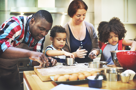 ni�os cocinando: Family Cooking Kitchen Food Togetherness Concept