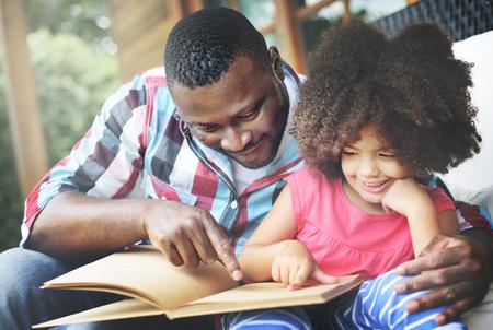 niños africanos: Relax Familia Felicidad Alegre Concepto de vacaciones