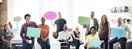 Geschäfts-Team-Holding-Sprechblase Zeichen Konzept
