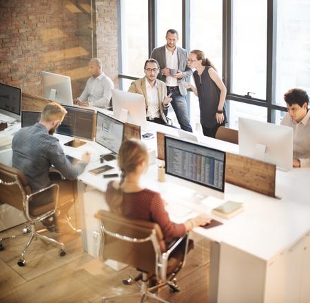 oficina: Colegas diseño creativo de planificación de la estrategia concepto de oficina