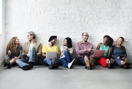 réseautage: Technologie Diverse Connexion périphérique Personnes numérique Concept