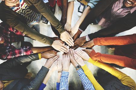 사람들: 함께 개념을 결합하는 다양 한 손의 그룹