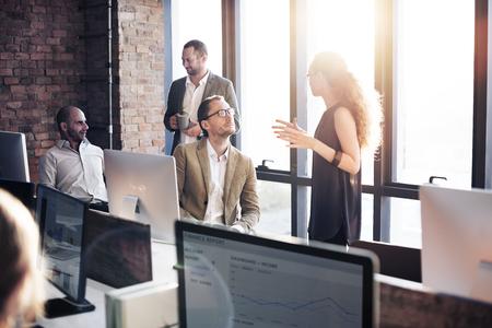 조직: 비즈니스 통신 연결 작업 개념