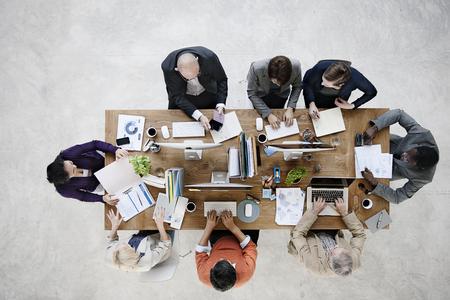 Grupo de hombres de negocios de trabajo en el concepto de oficina Foto de archivo - 52449332