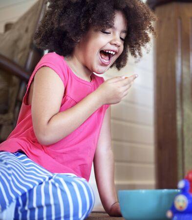 niños africanos: Afican chicas Kids Play Alegre Concepto Foto de archivo
