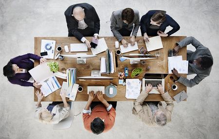 Groep van mensen uit het bedrijfsleven werken in het kantoor Concept Stockfoto