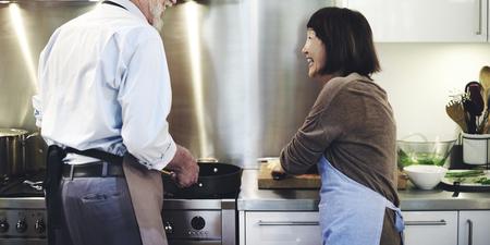 kulinarne: Kuchnia Gotowanie Przygotowanie posiłku kuchenny Concept Zdjęcie Seryjne