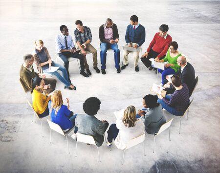 circulo de personas: Reunión de negocios Tteam Discusión Concepto Analizar Foto de archivo