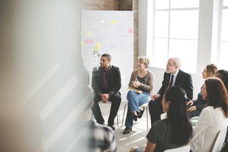 empleados trabajando: Concepto de negocio Groupd Reuni�n Seminario Foto de archivo