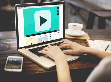 administracion de empresas: Botón de reproducción concepto de tecnología multimedia de audio y vídeo Foto de archivo