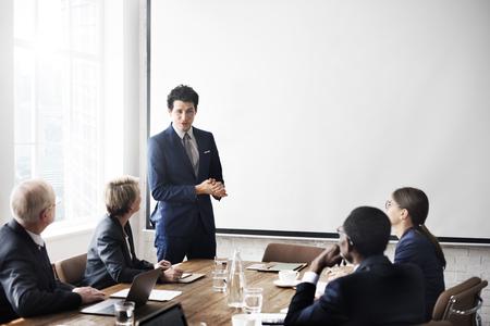 liderazgo empresarial: Reunión del Equipo de Trabajo de negocios Concepto de presentación