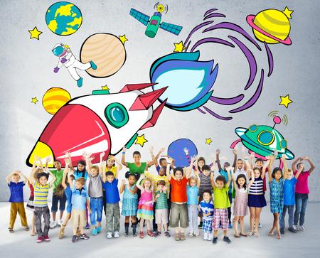 niños dibujando: Lanzamiento de Rocket de espacio Outerspace Planetas Concepto
