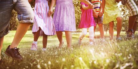 키즈 어린이 재미 재생 행복 공생 개념