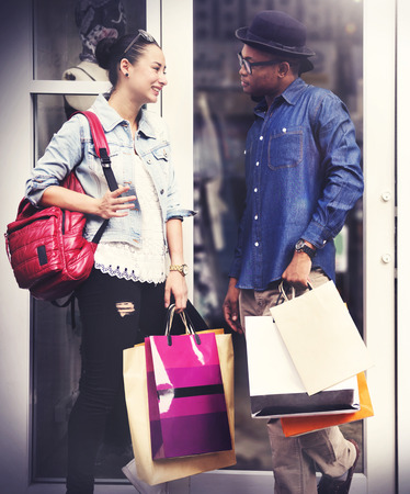 capitalism: Pareja de compras capitalismo goza de gasto Concepto Romance Foto de archivo