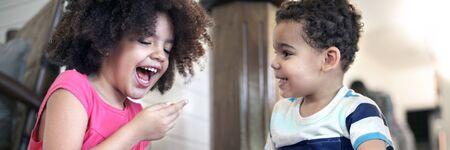 famille africaine: Enfants Afican Jouer Ensemble Enthousiaste Concept Banque d'images