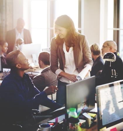 personas trabajando: Concepto de Trabajo Discusión de la conferencia de negocios Meeting People
