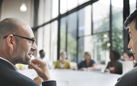 reuniones empresariales: Concepto de colaboraci�n de negocios Personas Corporate Meeting Trabajo en equipo Foto de archivo