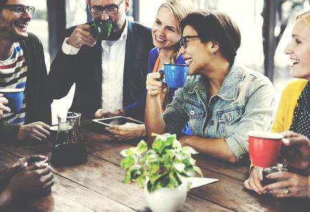 pessoas: Pessoas Reunião Amizade União Coffee Shop Concept Banco de Imagens