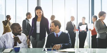 reunion de personas: Concepto de colaboraci�n de negocios Personas Corporate Meeting Trabajo en equipo Foto de archivo