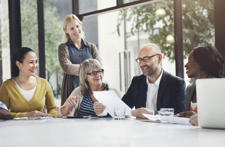 colaboracion: Concepto de colaboraci�n de negocios Personas Corporate Meeting Trabajo en equipo Foto de archivo