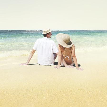 luna de miel: Pareja Honeymoon Beach Summer Dating Concepto Foto de archivo