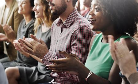 Pubblico Applauda Battere le mani Happines Apprezzamento Concetto di formazione