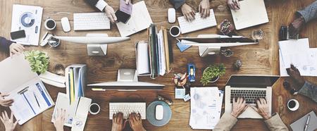 技術: 人的會議公司工作技術概念啟動 版權商用圖片