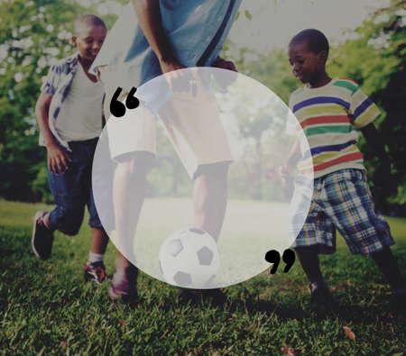 niños africanos: Familia africana de vacaciones Felicidad Holiday Actividad Concept