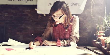 mujer reflexionando: Arquitectura Mujer Azul de Trabajo Concepto Imprimir Workspace