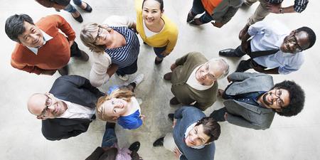 Diverso concetto di vista aerea di felicità di unità di amicizia della gente