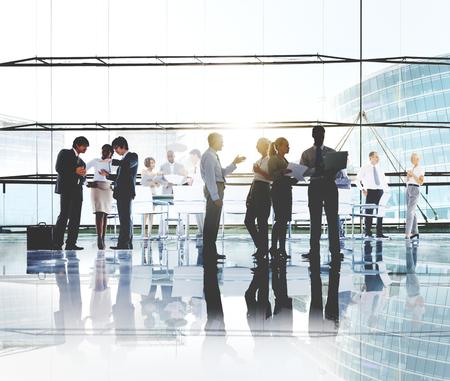 caminando: Los hombres de negocios de Trabajo concepto corporativo de Trabajo
