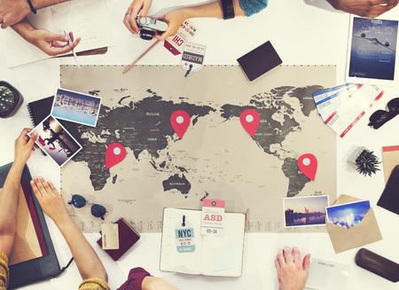 travel: Encontro de Negócios de Viagem Discussão da equipe Conceito