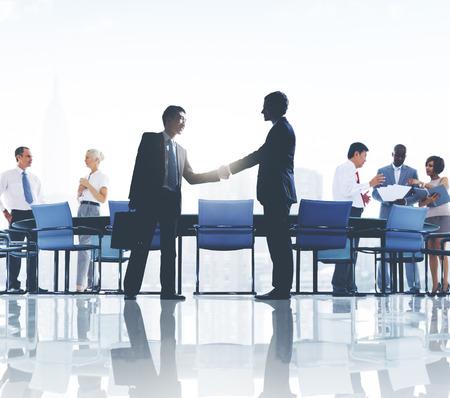 administracion de empresas: Colaboración empresarial colegas corporativos socio Concept Foto de archivo