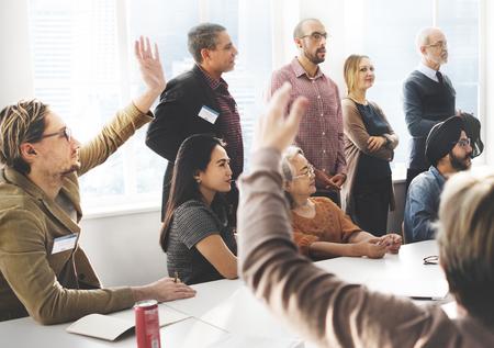 gente reunida: Reunión de negocios viajeros Concepto de las personas Foto de archivo