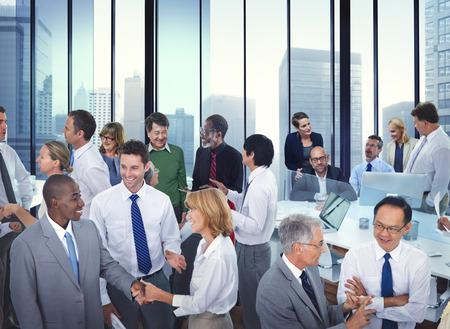 Geschäftsleute Unterhaltung Kommunikation Reden Team Konzept Standard-Bild