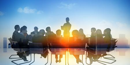 Bedrijfsmensen die het Concept van de de Sprekerspresentatie ontmoeten