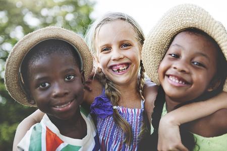 幸福概念の笑みを浮かべて子供友情連帯 写真素材