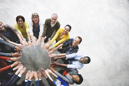 trabajo en equipo: Diversa conexión de la gente Amistad Unión Vista aérea Concepto