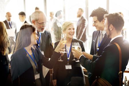 réseautage: Célébrez Acclamations Rafraîchissement Réunion alcool Concept