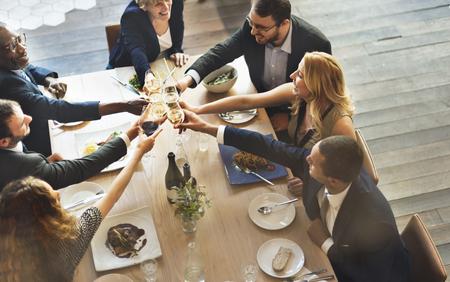 termine: Abendessen Essen Wein Prost Party-Konzept Lizenzfreie Bilder