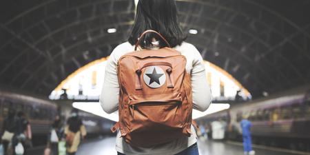Asian Lady Traveler Backpack Ville Concept Banque d'images