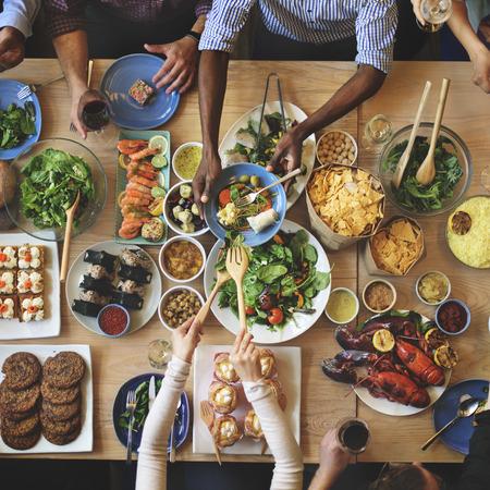 食品を食事のブランチ選択の観衆オプション食べるコンセプト