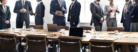 personas dialogando: Concepto de Trabajo Discusión Los hombres de negocios Reunión Foto de archivo