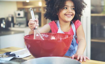niños africanos: Cocinar de los niños de la felicidad Activitiy Home Concept Foto de archivo