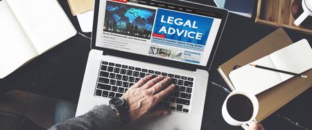Rechtsberatung Schlagzeile Nachrichten-Feed-Konzept Standard-Bild - 53102945
