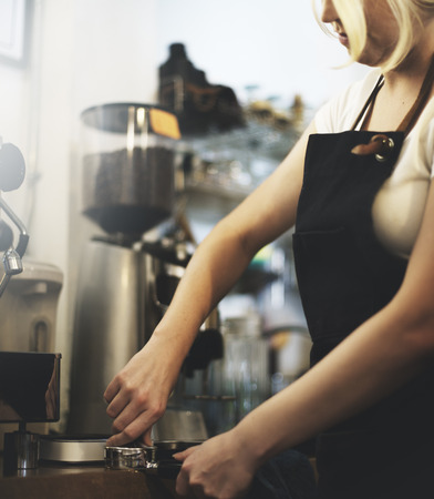 maquina de vapor: Delantal de Barista Coffee Cafe concepto de máquina de colada de vapor