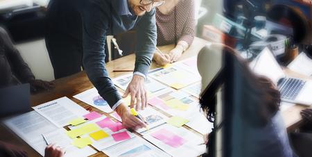 organization: 비즈니스 사람들이 계획 전략 분석 사무실 개념