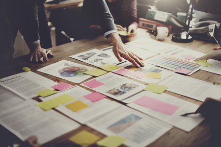trabajo en equipo: La gente de negocios Reunión Design Ideas Concept